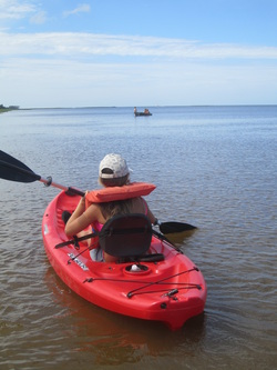 Little Sister in BBBS of St. Johns County program goes kayaking with Big Sister